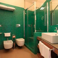 Hotel Desiree Bathroom
