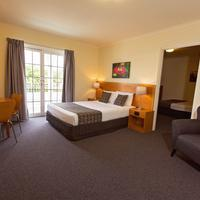 White Lace Motor Inn Guestroom