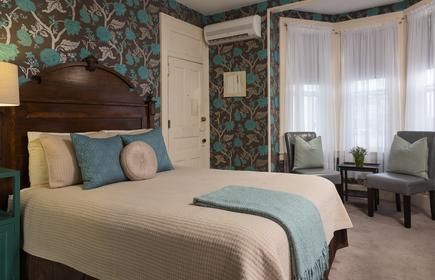 Carroll Villa Hotel