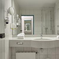 Ramada Stuttgart Herrenberg Bathroom