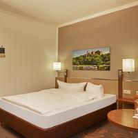 H+ Hotel Leipzig - Halle Guestroom
