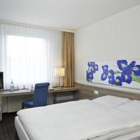 Ramada Frankfurt Airport-West Two Twin Beds Room