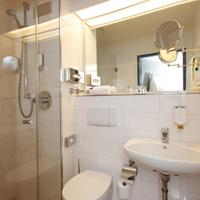 Ramada Frankfurt Airport-West Bathroom