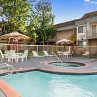 Ramada Kent Seattle Area Pool