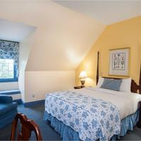 Founders Inn and Spa Guestroom