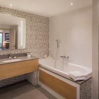 Clayton Hotel Burlington Road Bathroom