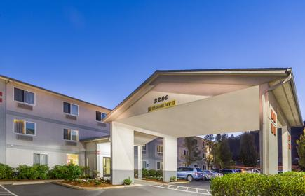 Super 8 by Wyndham Roseburg