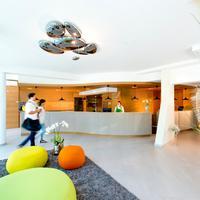 Hotel Vier Jahreszeiten Interior Entrance