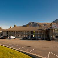 Riverland Inn & Suites Parking