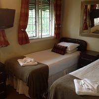 Oak Lodge Hotel Guestroom