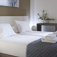Coral Apartments Guestroom