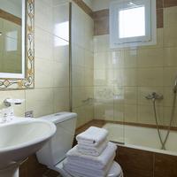 Coral Apartments Bathroom