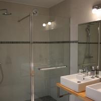 Hôtel le Dauphin Bathroom