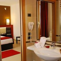 Kairos Garda Hotel Bathroom