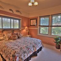 Aloha Junction Bed & Breakfast Heritage Room: 1 King bed