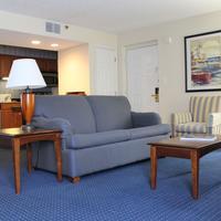 Doral Inn & Suites Miami Airport West Living Area