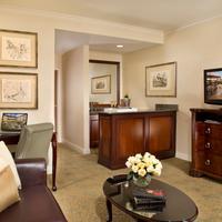Ayres Hotel & Suites Costa Mesa/Newport Beach Ayres Hotel & Suites Costa Mesa Executive One Bedroom Living Room