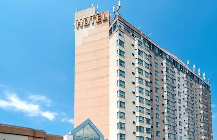 Sandman Signature Mississauga Hotel