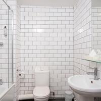 Kings Hotel Bathroom