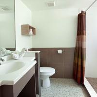 Outrigger Beach Resort Bathroom