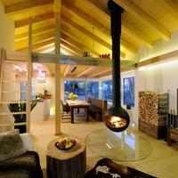 Luxuslodge 'Zeit Zum Leben' Wohnzimmer mit offenem Kamin