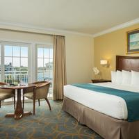 La Mer Beachfront Inn Guestroom