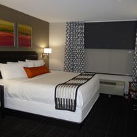 Wingate by Wyndham Columbia Guestroom
