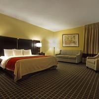 Clarion Inn & Suites Miami Airport Living Area