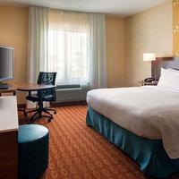 Fairfield Inn and Suites by Marriott Tustin Orange County Living Area