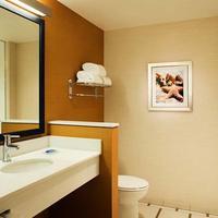 Fairfield Inn and Suites by Marriott Tustin Orange County Bathroom