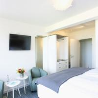 Beach Hotel California Guestroom