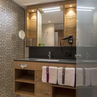 Hotel Valentin Bathroom