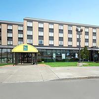 Quality Hotel & Suites At The Falls Exterior