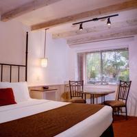 Sky Ranch Lodge Guestroom