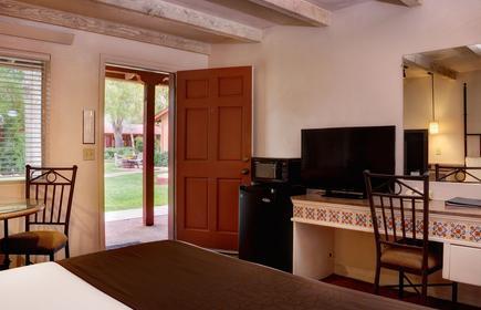 Sky Ranch Lodge
