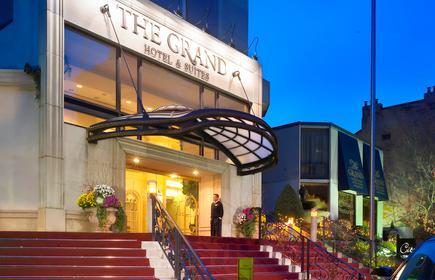 Grand Hotel & Suites