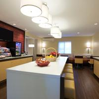 Hawthorn Suites by Wyndham Detroit Auburn Hills Breakfast Area