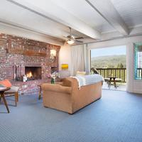 Harvest Inn by Charlie Palmer Living Area