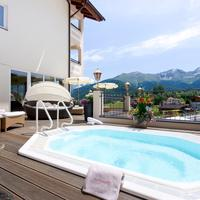 Alpen-Herz Romantik & Spa Outdoor Spa Tub